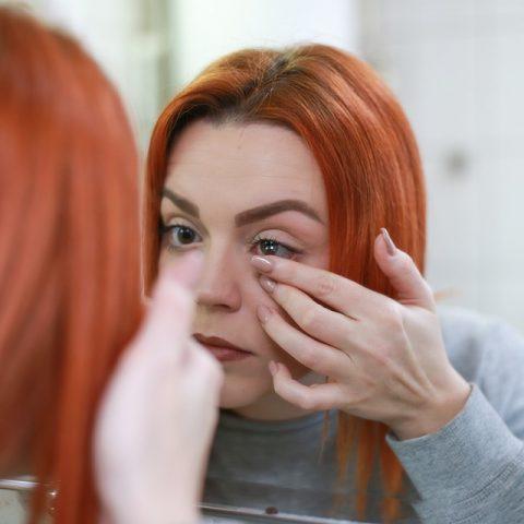 Nettoyer et conserver ses lentilles de contact mensuelles : comment bien s'y prendre ?